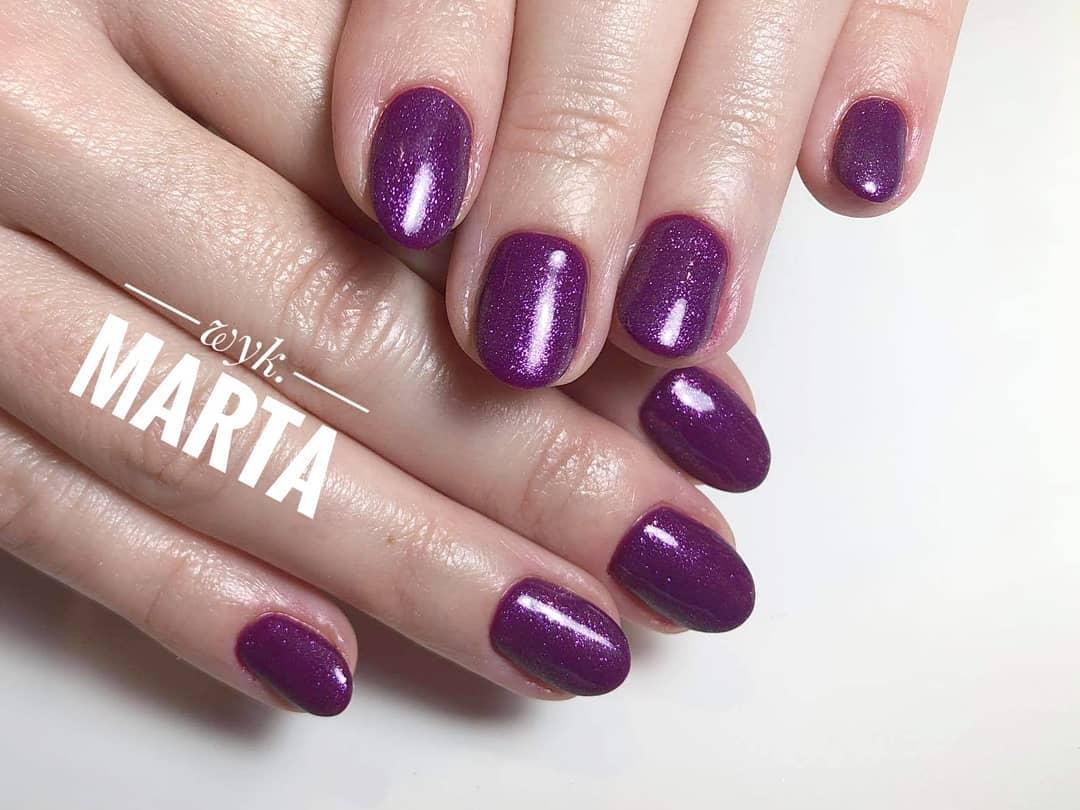 Manicure klasyczny targówek paznokcie w kolorze fioletowym
