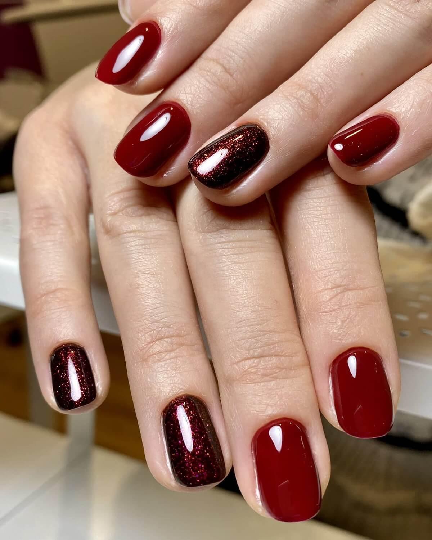 Manicure klasyczny warszawa paznokcie w kolorze brązowym i kolorze bordowym