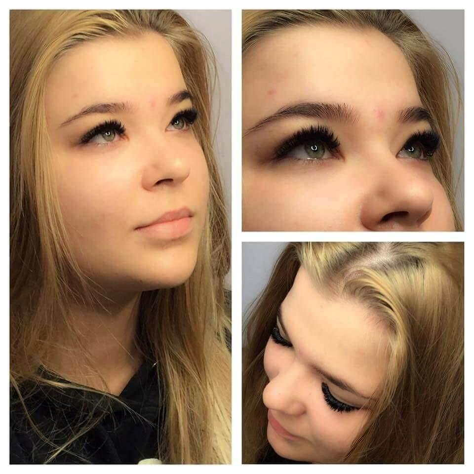 Przedłużanie rzęs białołęka młodej kobiety o jasnych, długich blond włosach i ciemnych oczach